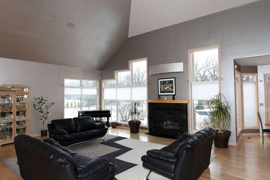 46 Neyedli Drive, Winnipeg, Manitoba  R3E 1C1 - Photo 2 - 1204070