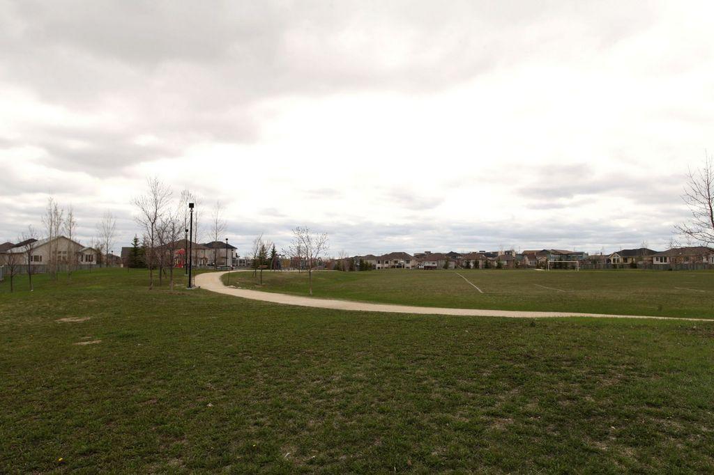 87 Linden Ridge Drive, Winnipeg, Manitoba  R3Y 1X3 - Photo 28 - 1505072