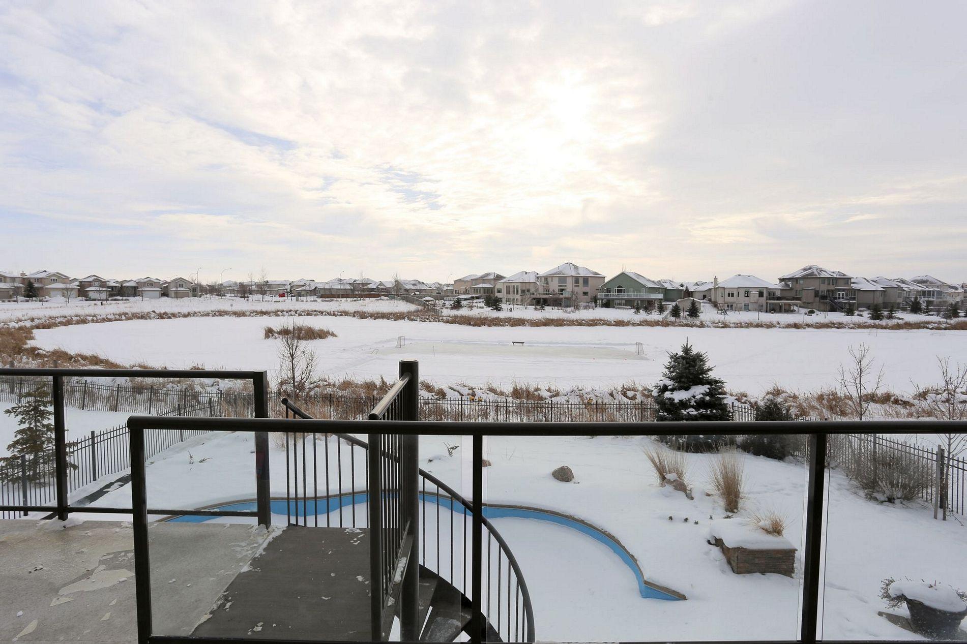 24 Eastoak Drive, Winnipeg, Manitoba  R3X 0B6 - Photo 9 - 1601804