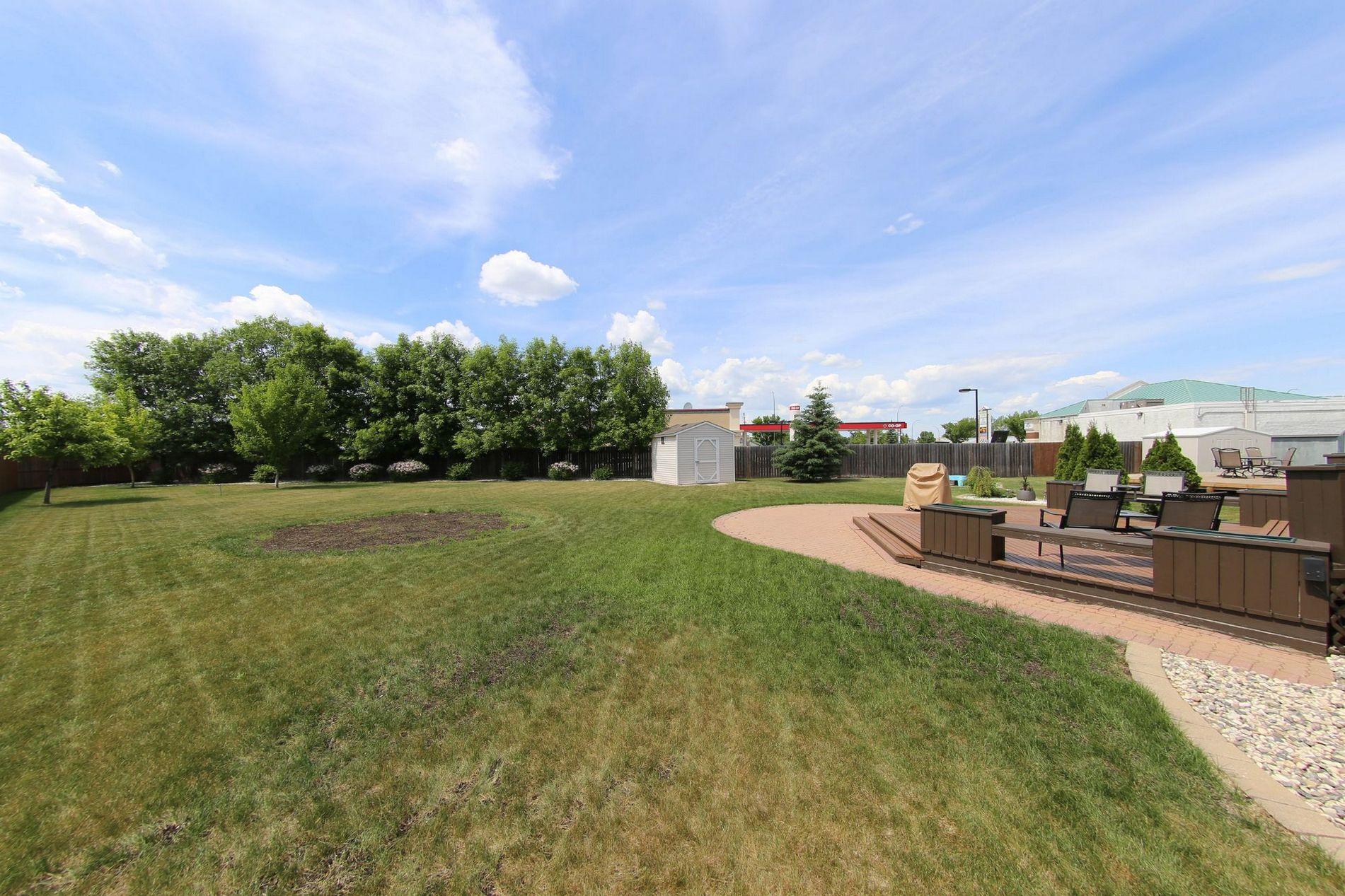 28 Meadowcrest Bay, Winnipeg, Manitoba  R2V 4G9 - Photo 28 - 1715091