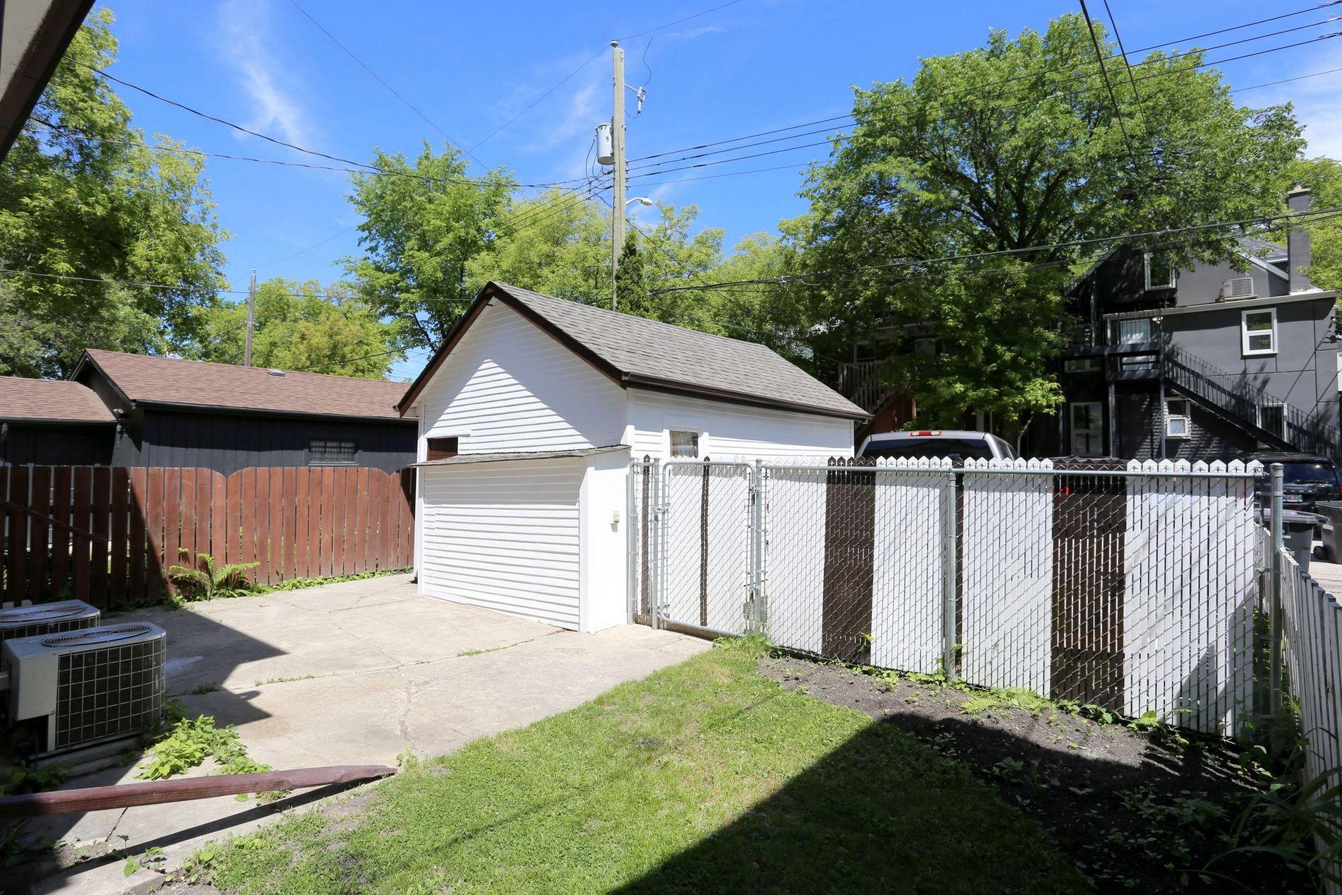 233 Lipton Street, Winnipeg, Manitoba  R3G 2G8 - Photo 11 - 1715525