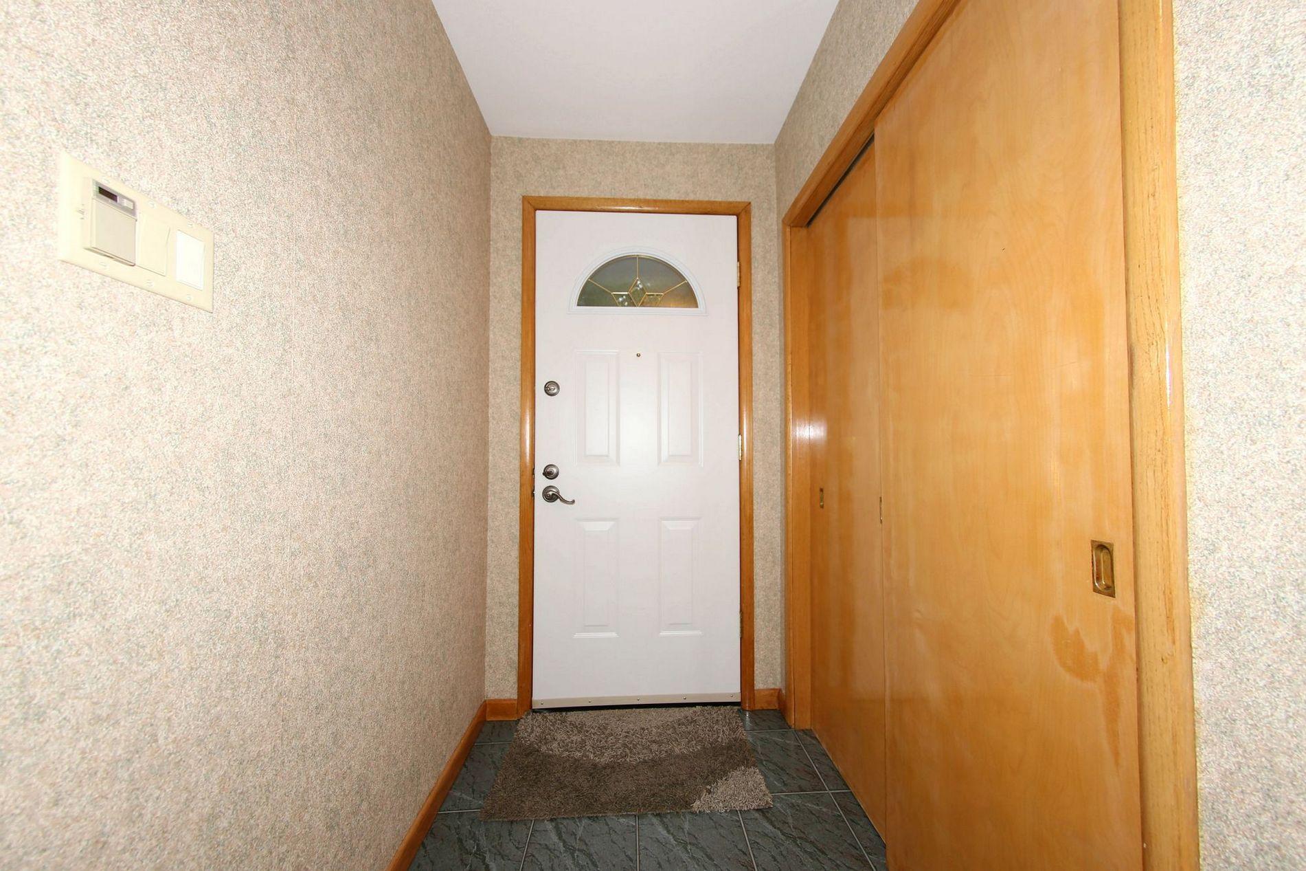 804 Borebank Street, Winnipeg, Manitoba  R3N 1G4 - Photo 1 - 1716415