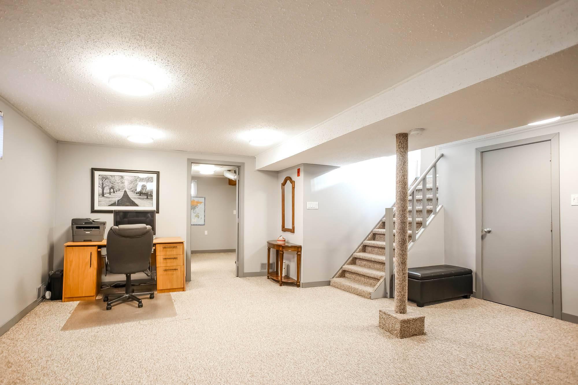 131 Crestwood, Winnipeg, Manitoba  R2J 1H8 - Photo 24 - 1929711