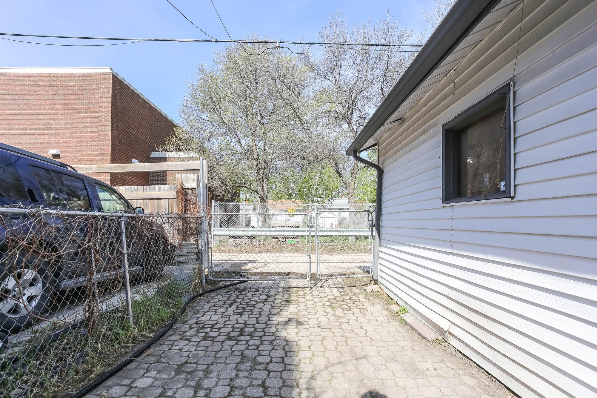 518 Camden Place, Winnipeg, Manitoba  R3G 2V7 - Photo 36 - 202010689
